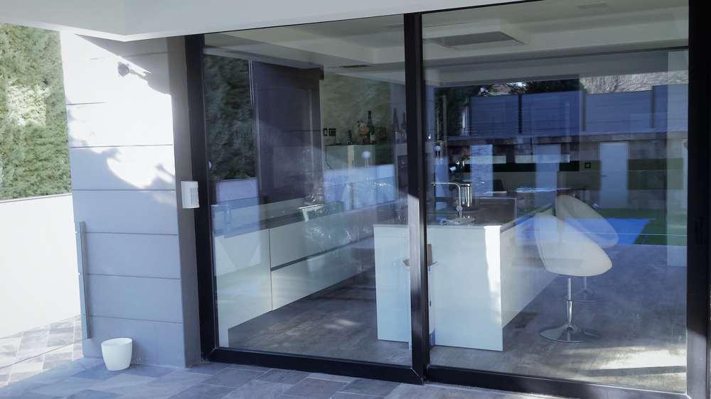 Empresa de puertas de aluminio Madrid - Instalación de puertas de aluminio