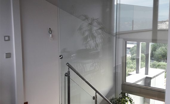 Cerramiento de vidrio en interior